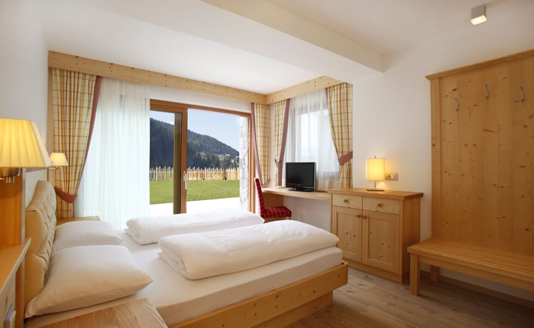 Apartment garden residence angelica selva val gardena dolomites south tyrol - Angelica kitchen delivery ...